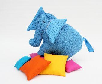 Kuscheltier Hanno der Elefant mit Kissen