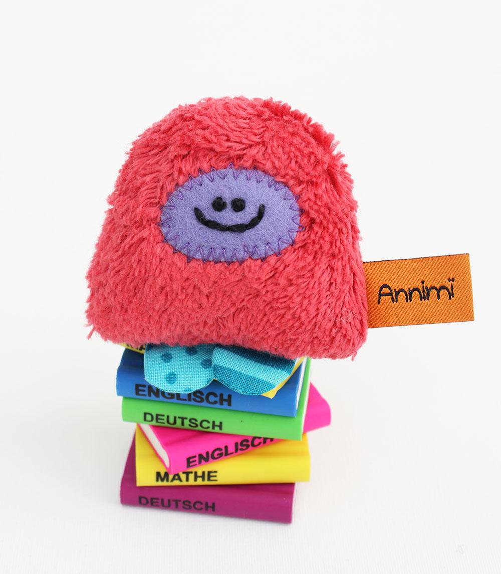 Taschenmonster auf Schulbuechern