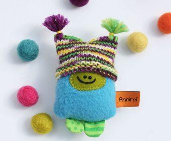 Taschenmonster mit Mütze - Glücksbringer von Annimi